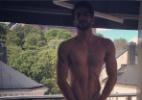 Modelo brasileiro Harry Louis faz foto pelado em frente a janela na Suécia - Reprodução/Instagram/harry_louis