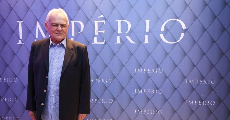 """19.jul.2014 - Othon Bastos prestigiou a festa de lançamento da novela """"Império"""" realizada no Rio. A próxima nova das 21h da Globo é escrita por Aguinaldo Silva"""