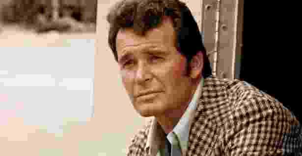 """O ator James Garner como o detetive Jim Rockford, na série """"Arquivo Confidencial"""", grande sucesso na TV entre 1974 e 1980. Pelo papel, Garner venceu o Emmy de melhor ator em 1977. - Divulgação"""