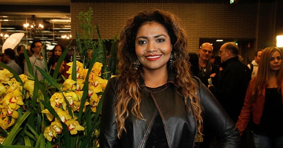 21.jul.2014 - A cantora Gaby Amarantos posa na chegada ao Theatro NET São Paulo, no Shopping Vila Olímpia