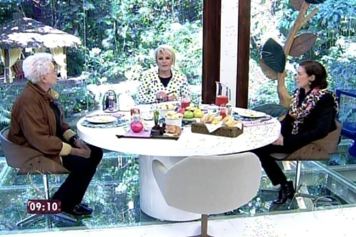"""21.jul.2014 - Ana Maria Braga conversa com Aguinaldo Silva e Lília Cabral sobre a novela """"Império"""" no café da manhã do """"Mais Você"""""""