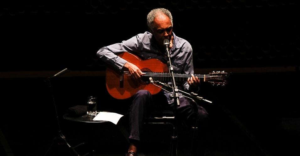 21.jul.2014 - Gilberto Gil faz show na inauguração do Theatro NET São Paulo, no Shopping Vila Olímpia