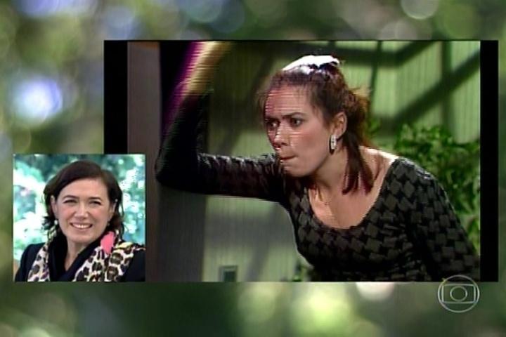 21.jul.2014 - Lília Cabral assiste a cena de sua personagem na novela
