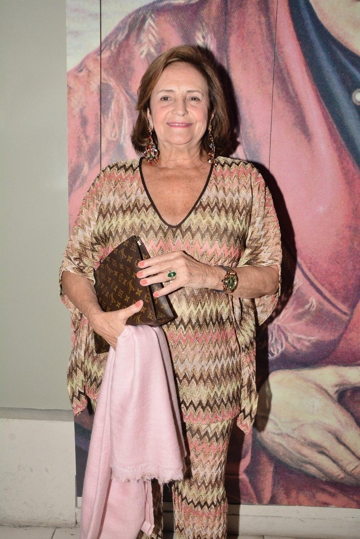 21.jul.2014 - Lucinha Araújo, mãe de Cazuza, chega para sessão especial de
