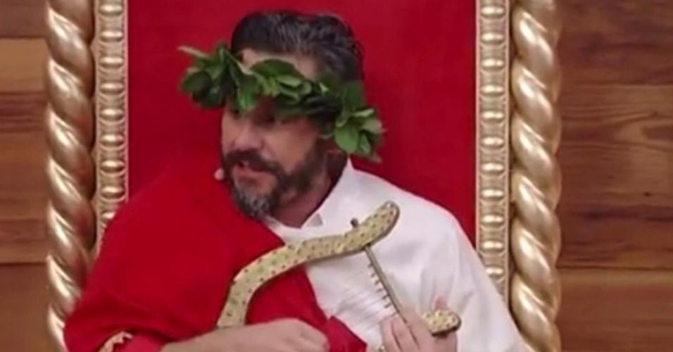 21.jul.2014- Alexandre Nero brinca com estreia de