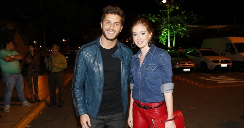 21.jul.2014 - Klebber Toledo e Marina Ruy Barbosa chegam para evento com o elenco de