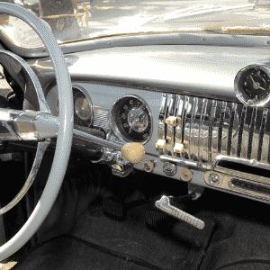 Studbaker 1955 de Mario Ferretti, de Campinas, SP, no 10º Encontro dos Amigos do Carro Antigo de Jaguariúna, SPChevrolet Sedanet De Luxe 1951 de propriedade de Paulo Marchesini de Jaguariúna, SP, no 10º Encontro dos Amigos do Carro Antigo de Jaguariúna - Murilo Góes/UOL