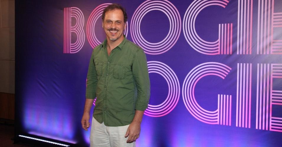 """22.jul.2014 - Guilherme Fontes prestigia coletiva de """"Boogie Oogie"""", novela das seis que mergulha no universo dos anos 70"""