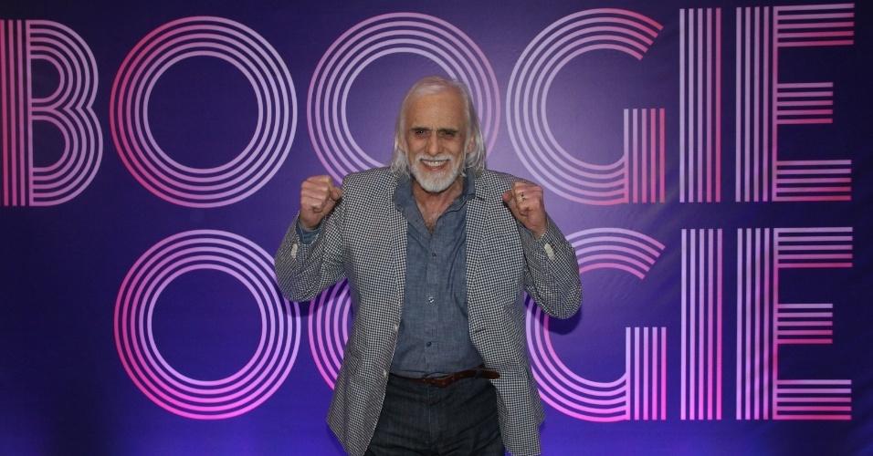 """22.jul.2014- Aos 80 anos, Francisco Cuoco mostra disposição para trabalhar e posa sorridente durante coletiva de """"Boogie Oogie"""", nova novela das seis que estreia dia 4 de agosto"""