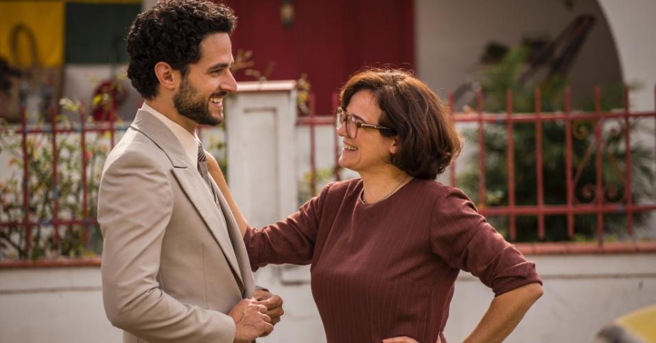 Alex (Fernando Belo) é noivo de Sandra (Isis Valverde). O rapaz morre no dia do seu casamento ao tentar salvar Rafael (Marco Pigossi) após um acidente aéreo