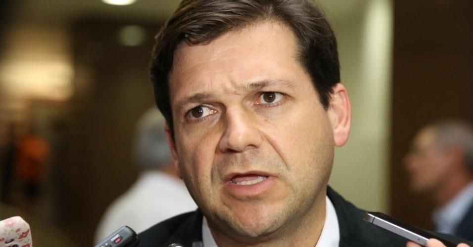 23.jul.2014 - Geraldo Júlio, prefeito do Recife, vai até o Hospital Português homenagear o escritor