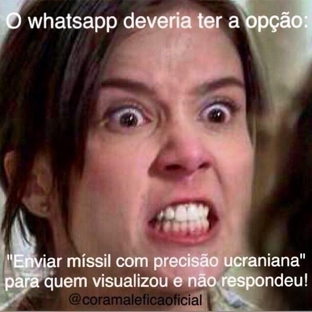Até mesmo o comunicador instantâneo WhatsApp ganhou espaço para as maldades de Cora