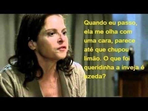 Em outra montagem, Drica Moraes, intérprete da vilã da 2ª fase, aparece falando com Eliane