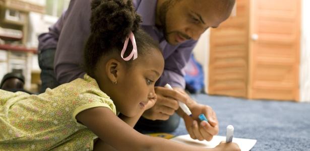 Pais são mais importantes na infância, quando as raízes de muitos traços são plantadas - Getty Images
