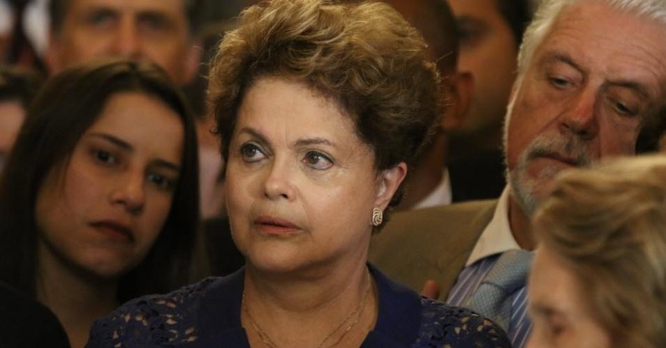 24.jul.2014 - A presidente Dilma Rousseff no velório de Ariano Suassuna no palácio do Campo das Princesas, em Recife