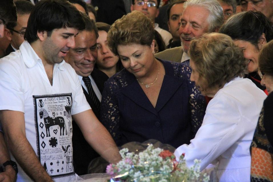 24.jul.2014 - A presidente Dilma Rousseff no velório do escritor Ariano Suassuna em Recife