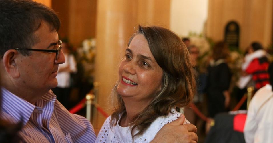 24.jul.2014 - Ana Rita Suassuna chega para o velório do pai realizado no palácio do Campo das Princesas, em Recife