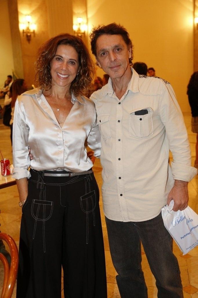 24.jul.2014 - Angela Vieira e Guilherme Leme prestigiaram a estreia da peça