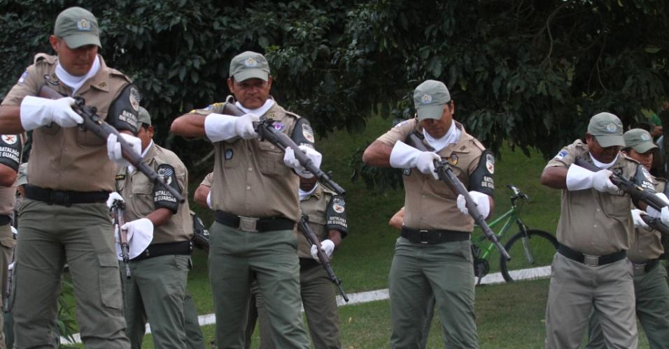 24.jul.2014 - Batalhão de Guardas presta homenagem a Ariano Suassuna