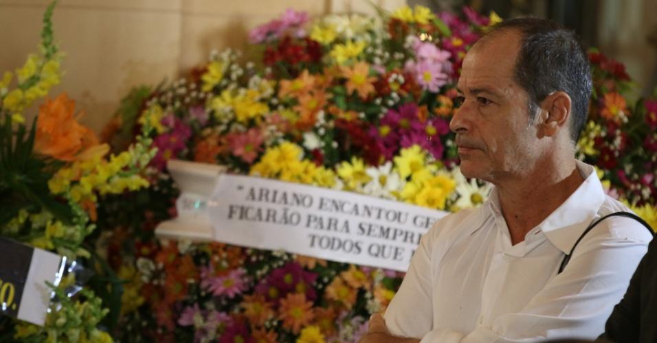 24.jul.2014 - Guel Arraes no velório de Ariano Suassuna,  que morreu vítima de parada cardíaca após sofrer um AVC hemorrágico no início da semana