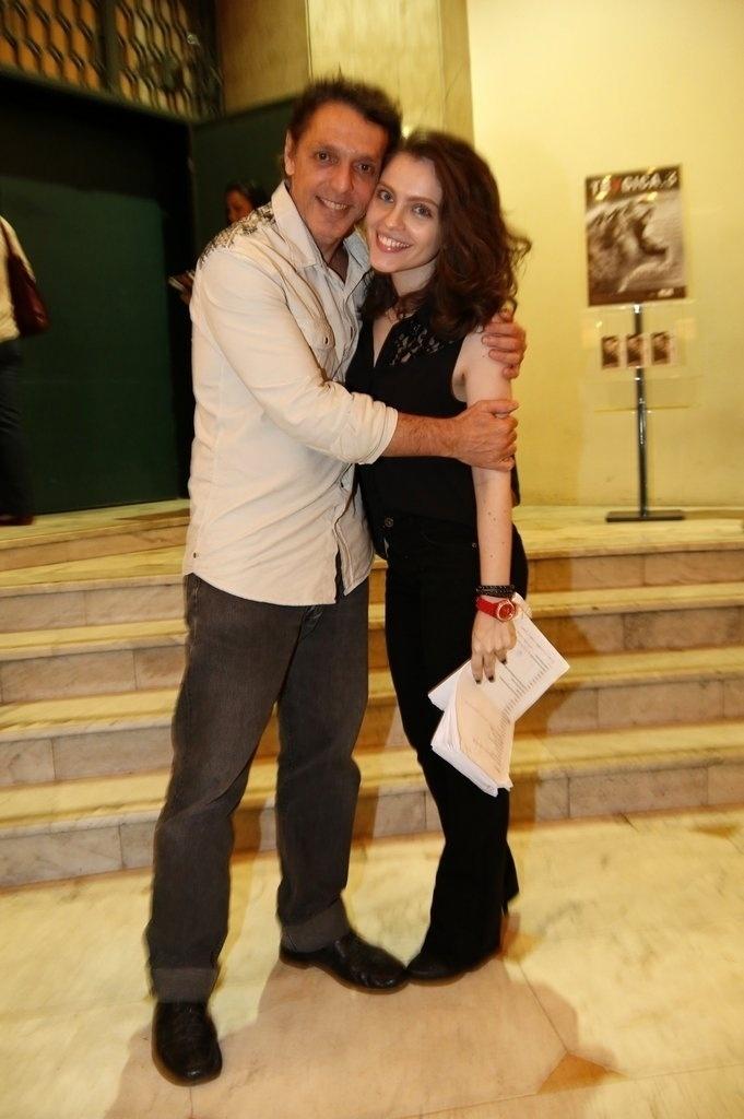 24.jul.2014 - Guilherme Leme e Cecília Dassi prestigiaram a estreia da peça