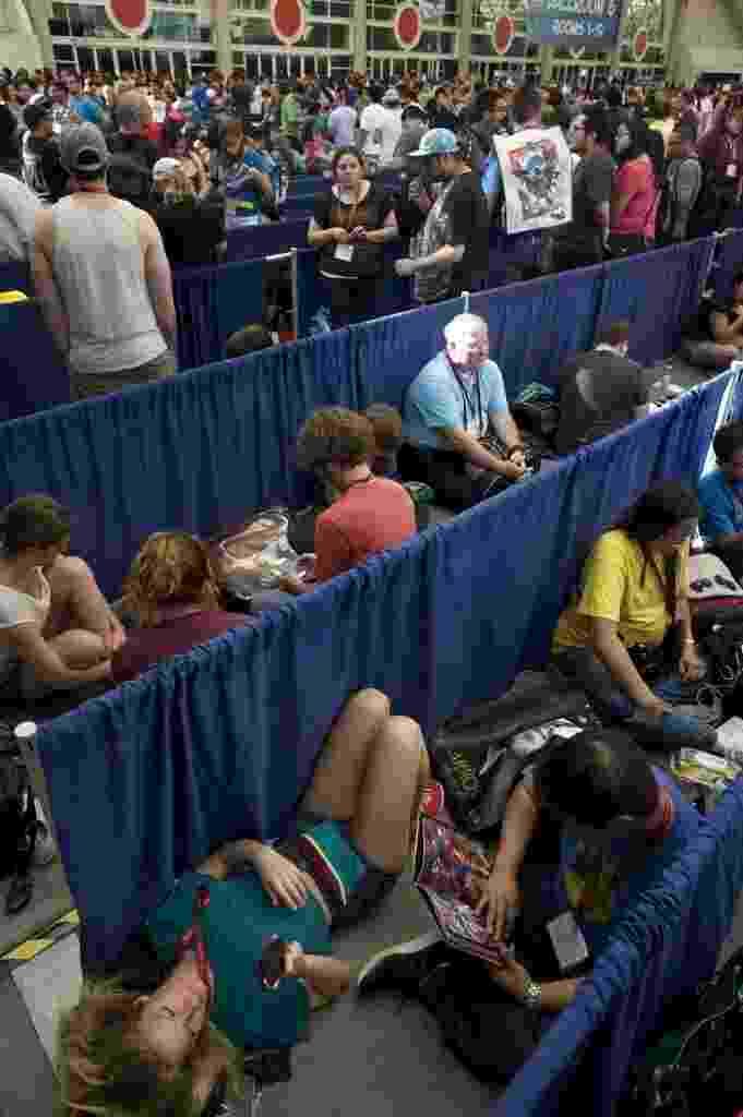 24.jul.2014 - Público descansa na fila para entrar no segundo dia da San Diego Comic-Con 2014 - David Maung/EFE