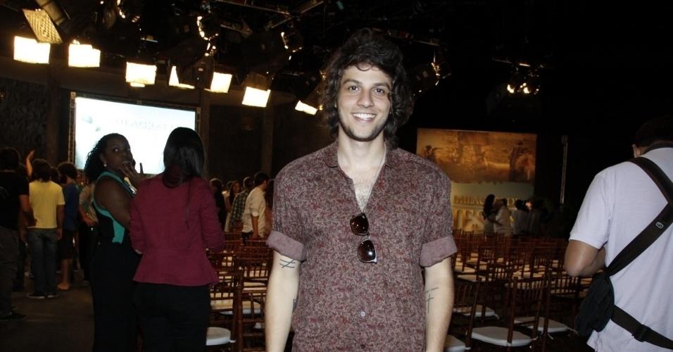 """Antes de se mudar para a Globo, Chay Suede participou da série """"Milagres de Jesus"""", na Record"""