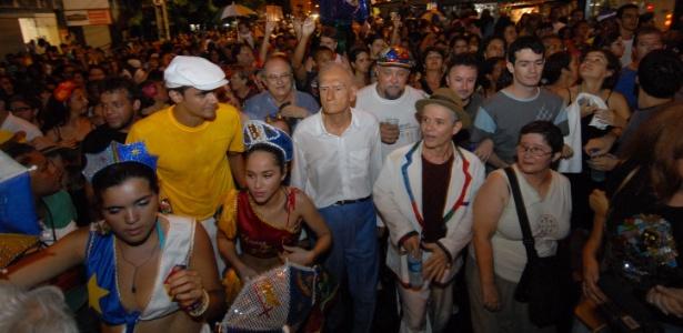 Antonio Nóbrega e Ariano Suassuna durante as comemorações dos 100 anos do frevo no Carnaval de 2007, no Recife (PE) - Chico Porto/JC Imagem