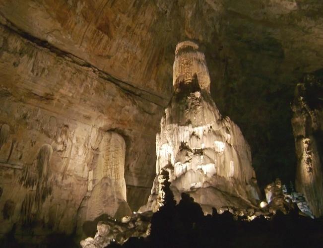 Cacahuamilpa, México: Com água constantemente entrando em suas galerias, o sistema de cavernas de Cacahuamilpa, no estado de Guerrero, sul do México, está em permanente mudança, o que faz crescer seus noventa grandes salões subterrâneos