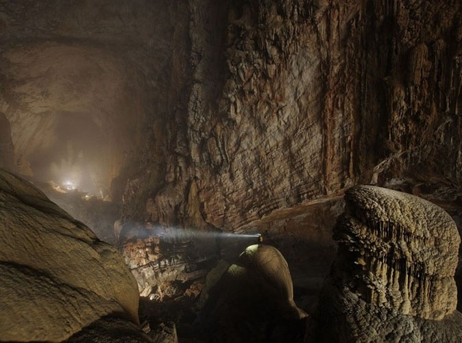 Caverna de Hang Son Doong, Vietnã: A maior caverna do mundo foi usada de esconderijo por soldados do exército americano durante a guerra do Vietnã, mas sua entrada só foi reencontrada em 2009, no Parque Nacional Phong Nha-Ke Bang, a cerca de 500 km da capital, Hanoi
