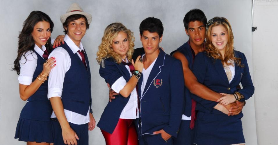 """Chay Suede foi um dos protagonistas de """"Rebelde"""" ao lado de Lua Blanco, Sophia Abrahão, Micael Borges, Arthur Aguiar e Mel Fronckowiak"""