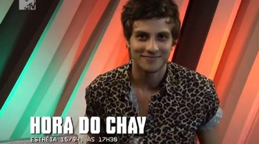 """Em 2013, Chay Suede apresentou o programa """"Hora do Chay"""" na MTV Brasil"""
