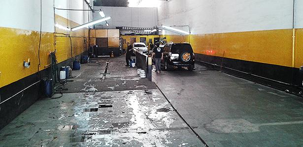 Fraco movimento do lava-rápido Belpark, em Perdizes, São Paulo (SP), pode ser observado na presença de só três carros em um pátio onde cabem 20 - Leonardo Felix/UOL