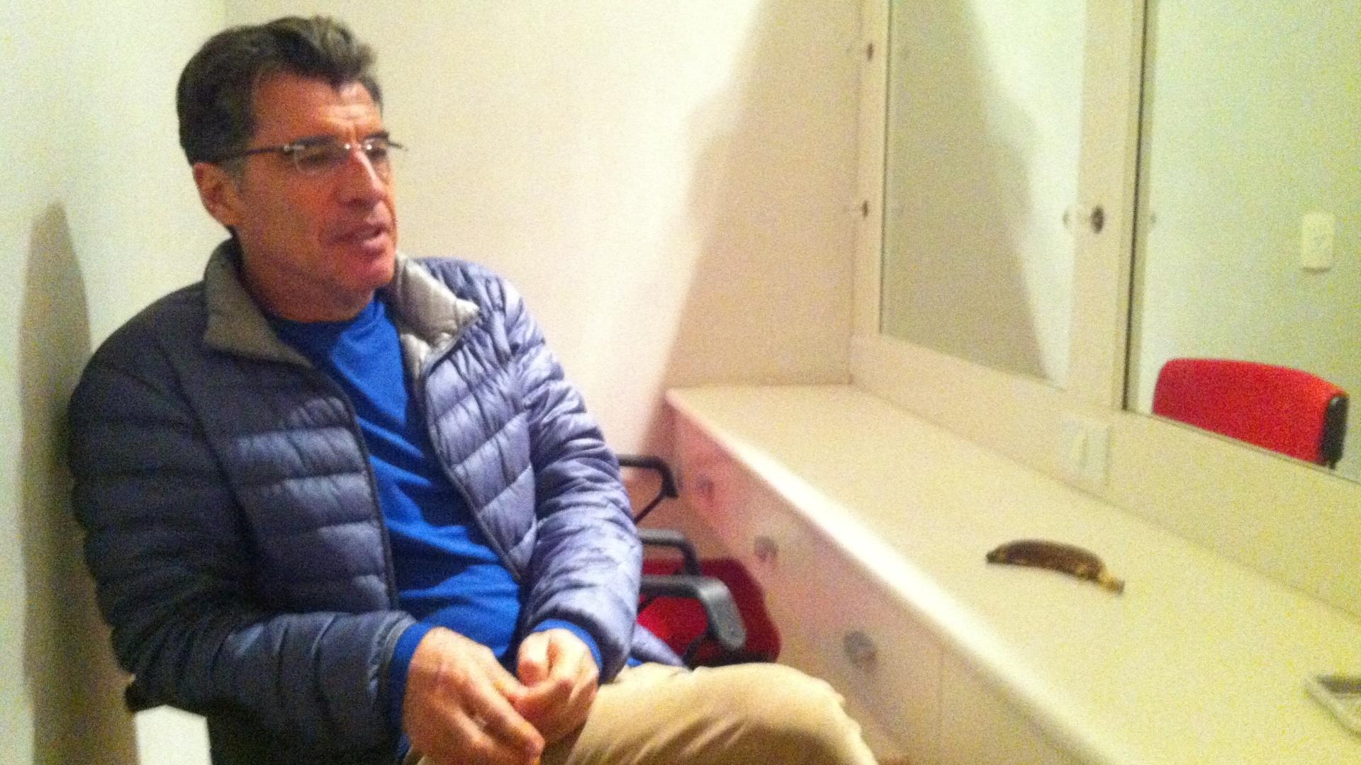 Paulo Betti dá entrevista durante o Festival de Paulínia