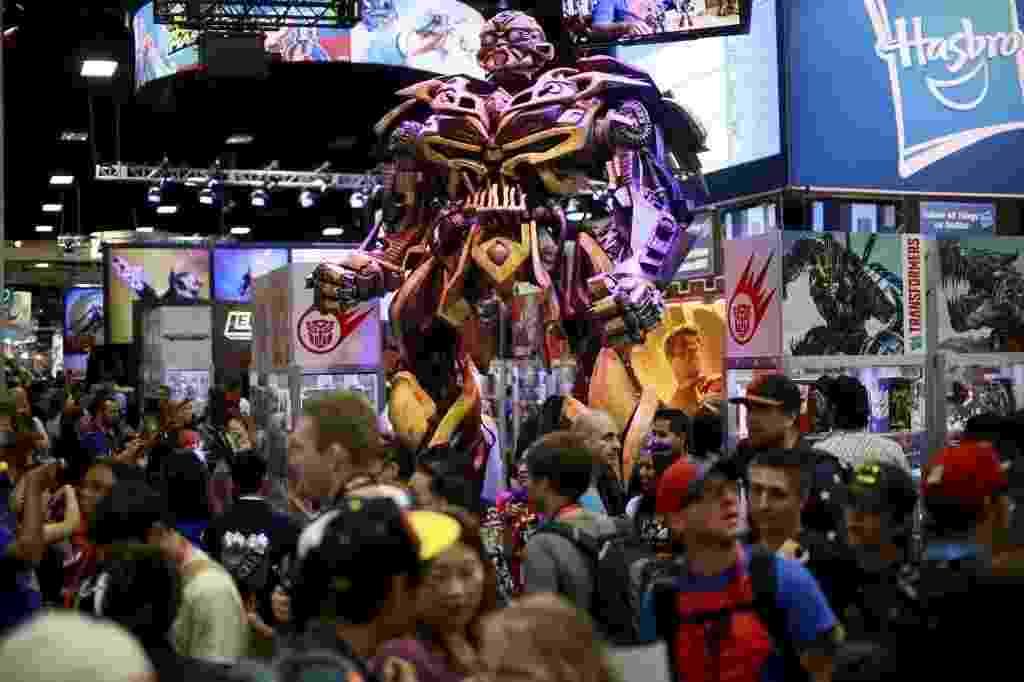 25.jul.2014 - O transformer Bumblebee no estande da Hasbro na San Diego Comic-Con - Sandy Huffaker/Reuters