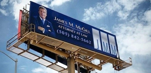 """Outdoor em rodovia em Albuquerque mostra o personagem Saul Goodman de """"Breaking Bad"""" no incío da carreira de advogado"""