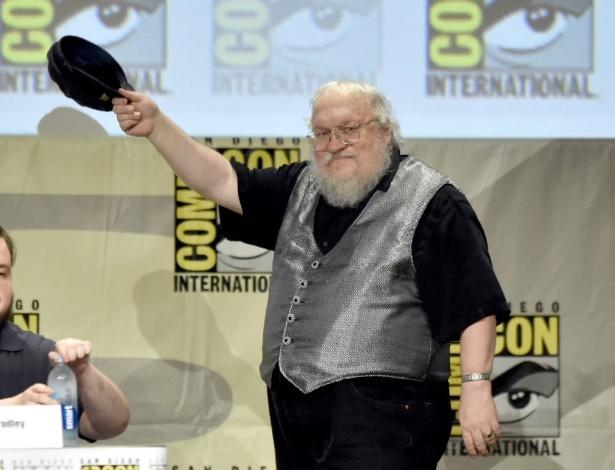 """George R.R. Martin, o autor da série de livros que inspira a série """"Game of Thrones""""; fãs confundiram o escritor com o produtor dos Beatles, que morreu aos 90 anos - Kevin Winter/AFP"""