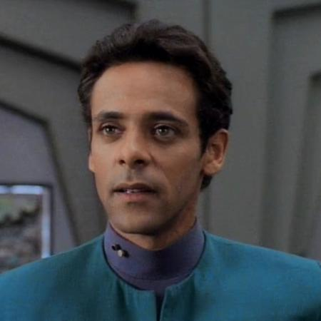 """Alexander Siddig como Dr. Bashir em """"Star Trek: Deep Space Nine"""" - Divulgação"""