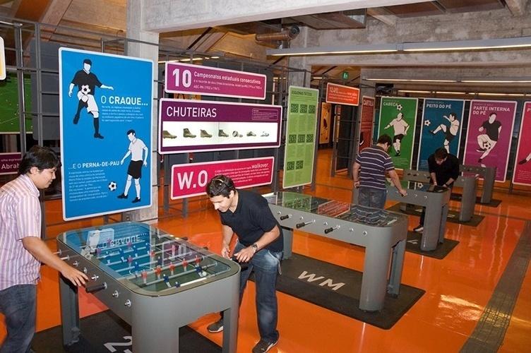 Museu do Futebol se destaca pela possibilidade de interação do público com as exposições, como nas mesas de pebolim
