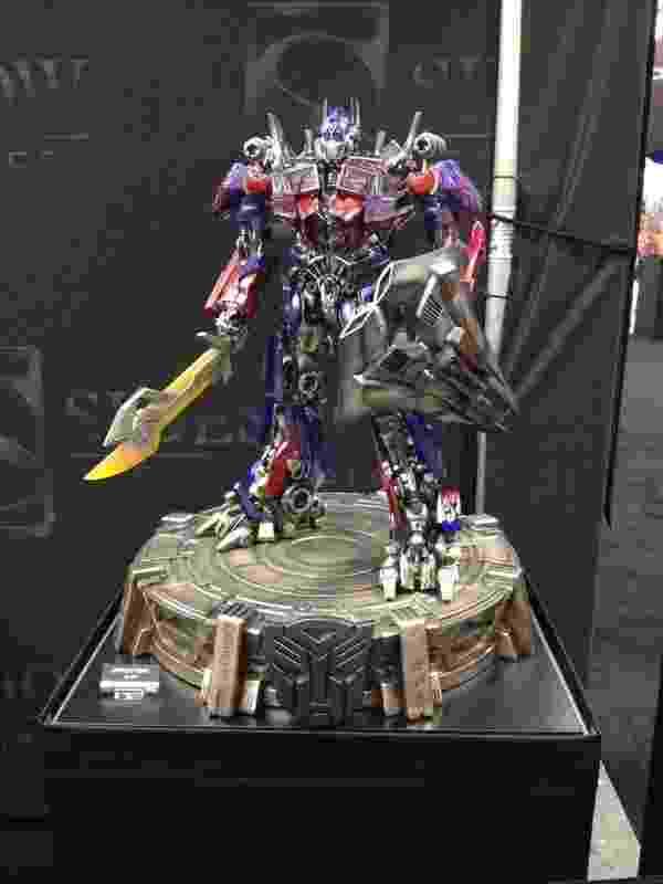 """Essa réplica de Optimus Prime (""""Transformers"""") não é para qualquer um: custa US$ 2.299 na Comic-Con - James Cimino/UOL"""