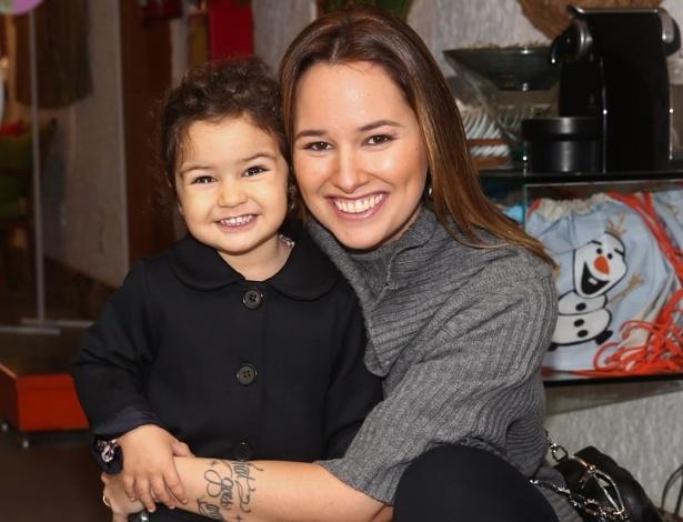 26.jul.2014 - Mariana Belém com a filha Laura