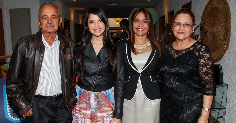 26.jul.2014 - Sr. Francisco, dona Helena com a filha Marlene e a neta