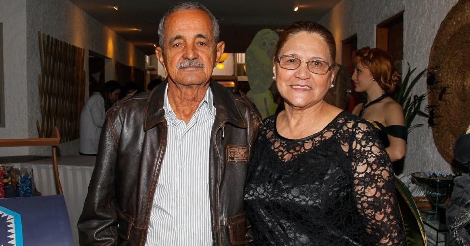 26.jul.2014 - Sr. Francisco, dona Helena, os pais de Lucielle, Zezé di Camargo e Luciano