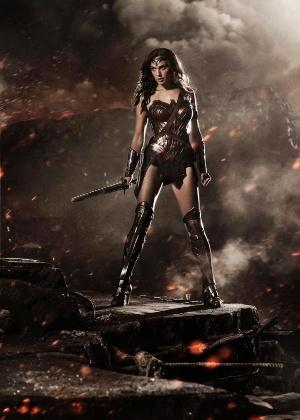 Gal Gadot aparece pela primeira vez com o novo uniforme da heroína icônica da DC Comics - Divulgação
