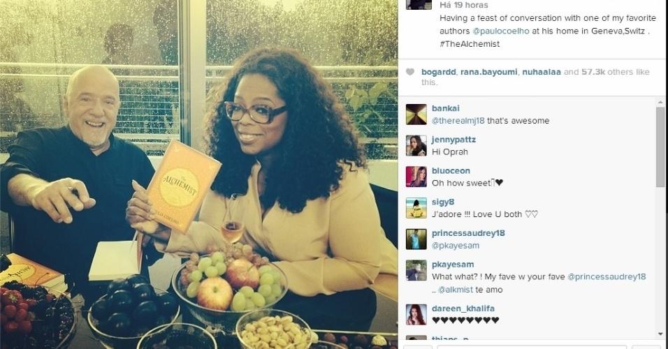 27.jul.2014 - A apresentadora Oprah Winfrey postou uma foto na casa do escritor Paulo Coelho em Genebra, na Suíça. Na legenda ela escreveu: