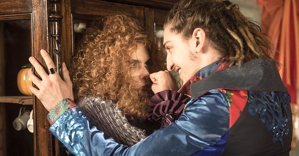 """Gina (Paula Barbosa) e Ferdinando (Johnny Massaro) em """"Meu Pedacinho de Chão"""""""