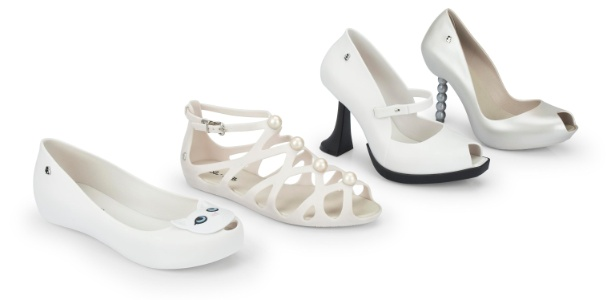 Da esquerda para direita, seguem os preços dos calçados de Karl Lagerfeld para Melissa: R$ 139,90 (sapatilha Choupette); 149,90 (flat entrelaçada); R$ 329,90 (salto invertido) e R$ 219,90 (salto que simula colar de pérolas) - Divulgação/Mellisa