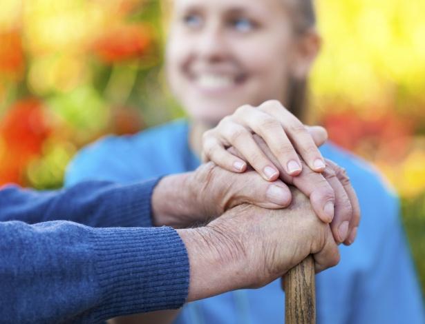 Precisamos nos lembrar que o idoso sempre terá mais experiência e respeitá-lo - Getty Images