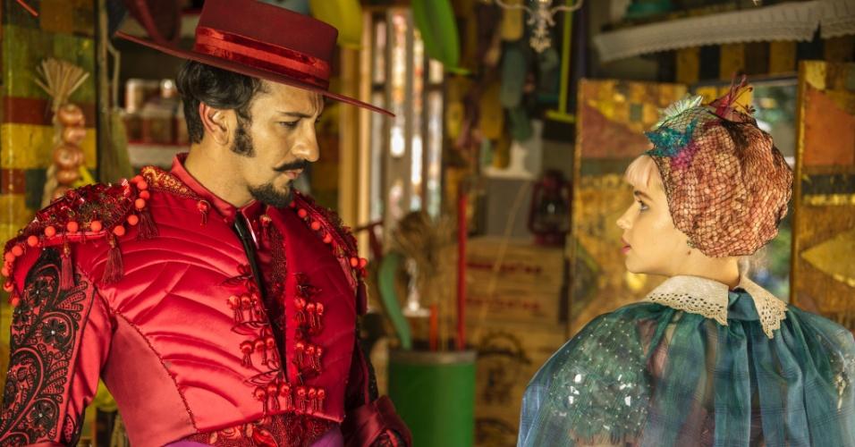 """Zelão (Irandhir Santos) e Juliana (Bruna Linzmeyer) em """"Meu Pedacinho de Chão"""""""