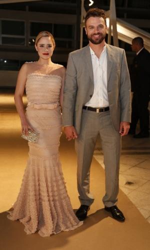 28.jul.2014 - O casal Fernanda Vasconcellos e Cássio Reis comparece à 16ª edição do Prêmio Contigo! de TV, realizado no hotel Copacabana Palace, no Rio
